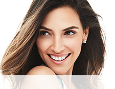 Get the step-by-step application tips for the Feline Flick Look created by Mary Kay Guest Makeup Artist Sam Addington.  Image of a smiling model wearing the Feline Flick look.